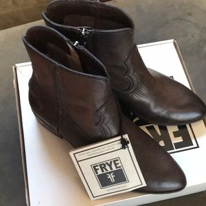FRYE Ray Seam Short boots